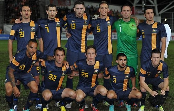 Socceroos-12-13-NIKE-away-kit-navy-navy-navy-line-up.jpg