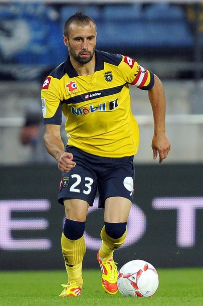 Sochaux-12-13-lotto-first-kit-yellow-navy-yellow.jpg
