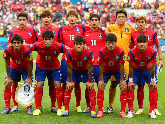 South-Korea-14-15-NIKE-home-kit-red-blue-red-line-up.jpg