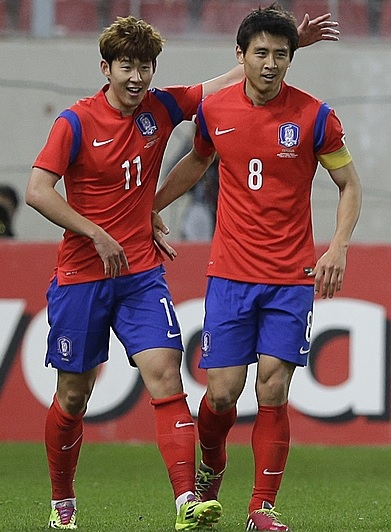 South-Korea-14-15-NIKE-home-kit-red-blue-red.jpg