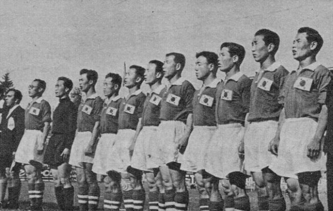 South-Korea-1954-home-kit-red-white-red-line.jpg