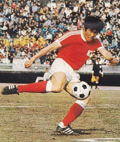 South-Korea-1977-adidas-home-kit-red-white-red.jpg