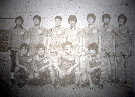 South-Korea-1980-asian-cup-home-kit-red-red-red-line-up-2.jpg