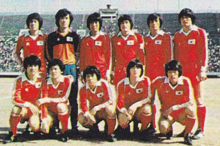 South-Korea-1981-adidas-home-kit-red-red-red-line-up.jpg