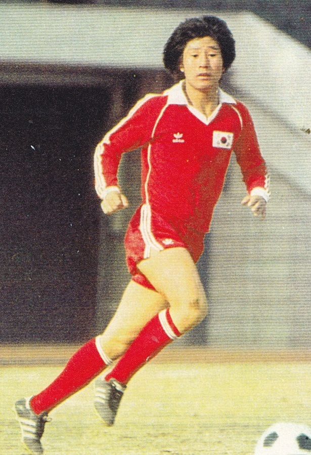 South-Korea-1981-adidas-home-kit-red-red-red.jpg