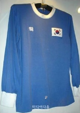 South-Korea-1983-KOLON-away-shirt-blue.jpg