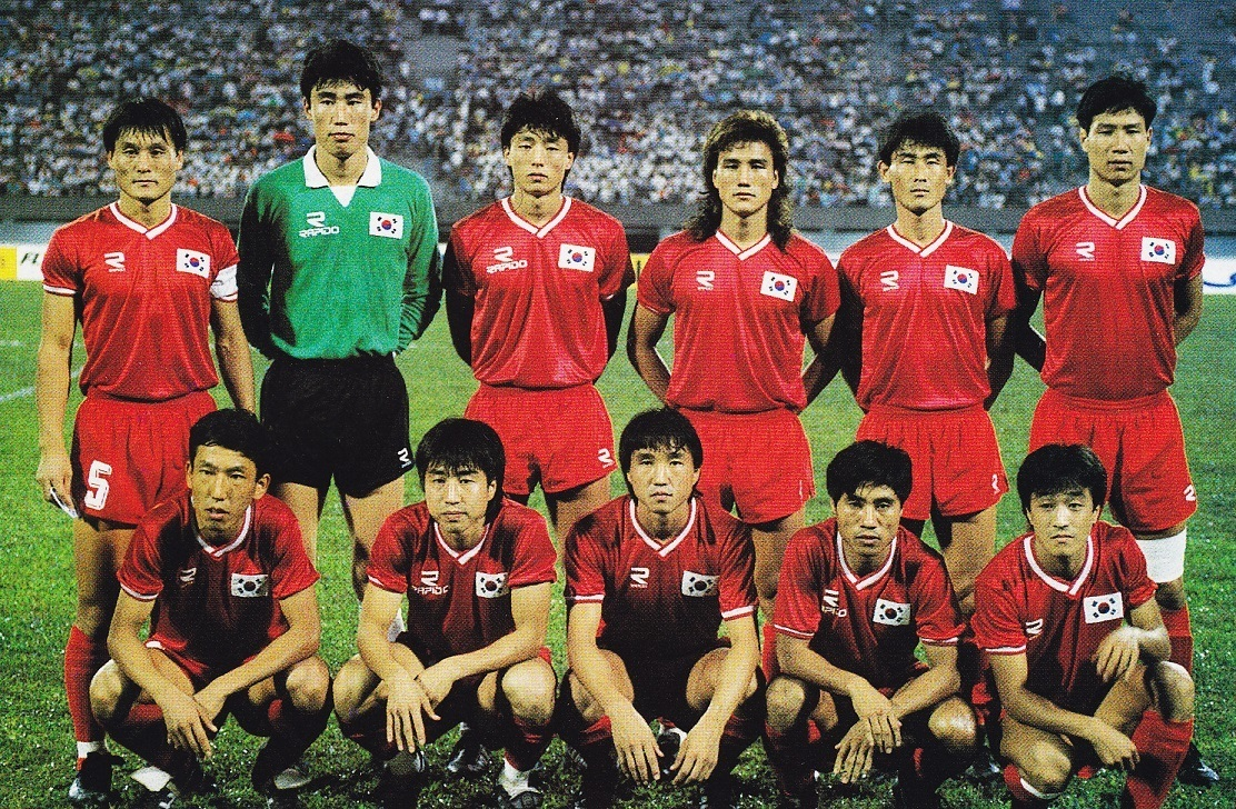 South-Korea-1989-Rapido-home-kit-red-red-red-line-up.jpg