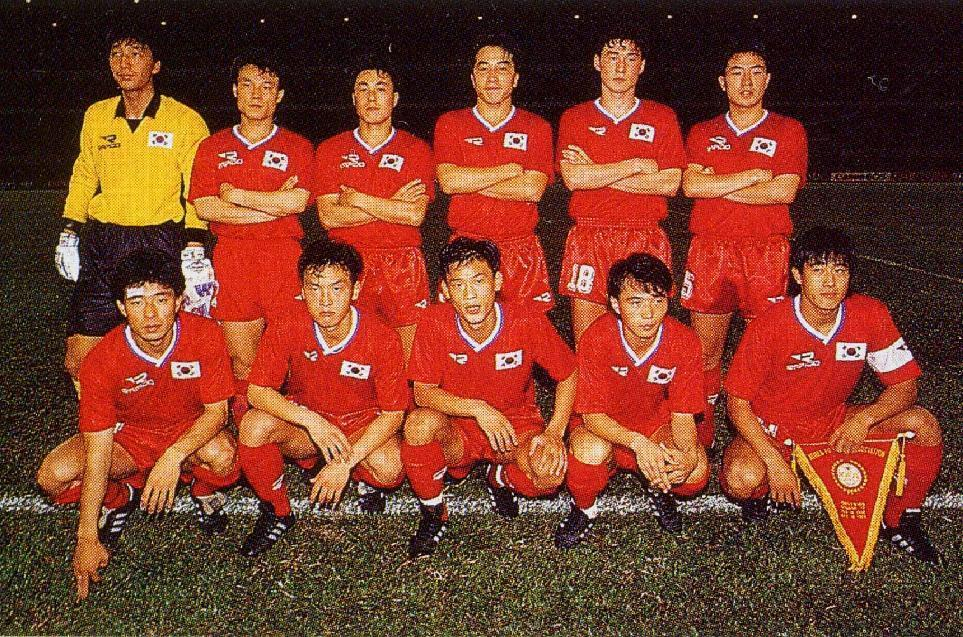 South-Korea-1992-RAPIDO-home-kit-red-red-red-line-up.jpg