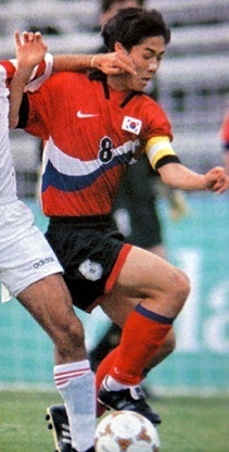 South-Korea-1996-NIKE-olympic-home-kit-red-black-red.jpg