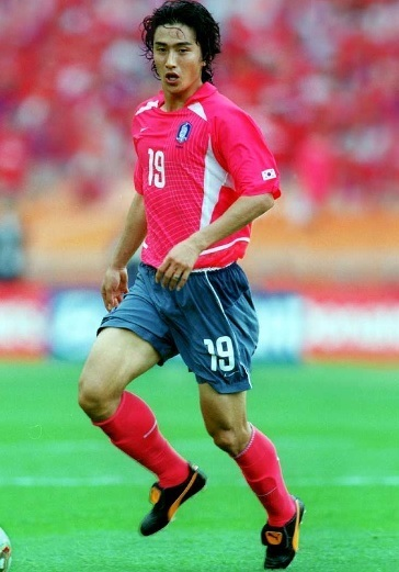 South-Korea-2002-NIKE-home-kit-red-blue-gray-red.jpg