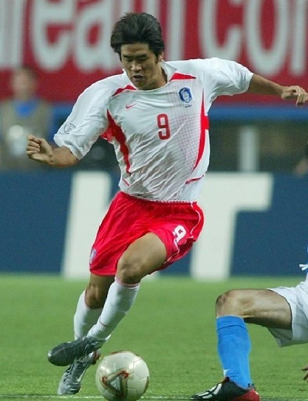 South-Korea-2002-NIKE-world-cup-away-kit-white-red-white.jpg