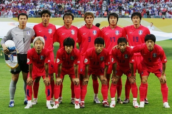 South-Korea-2006-NIKE-world-cup-home-kit-red-red-red-line-up.jpg