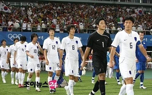 South-Korea-2008-NIKE-olympic-away-kit-white-white-white-line.jpg