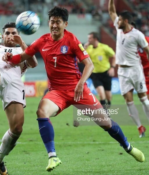 South-Korea-2016-17-NIKE-home-kit-red-red-blue.jpg