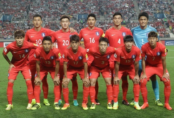 South-Korea-2016-NIKE-home-kit-red-red-red-line-up-2.jpg