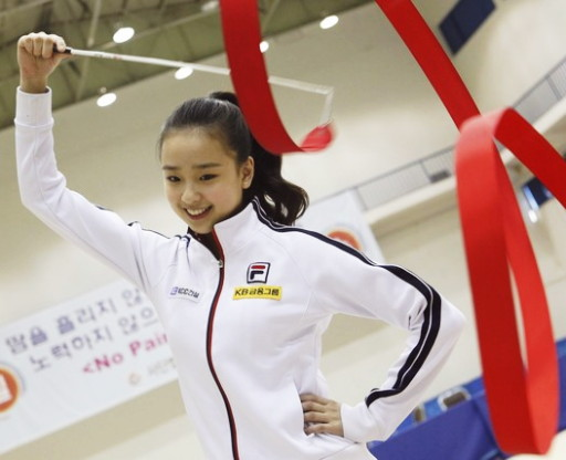 South-Korea-Rythmic-Gymnastics-Son-Yeon-Jae-3.jpg