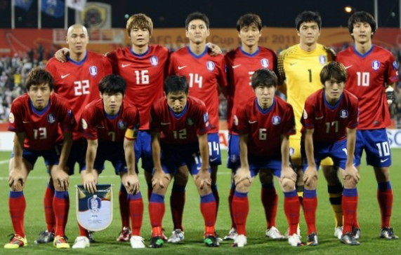 South Korea-10-11-NIKE-Asian Cup-home-kit-red-blue-red-line-up.jpg
