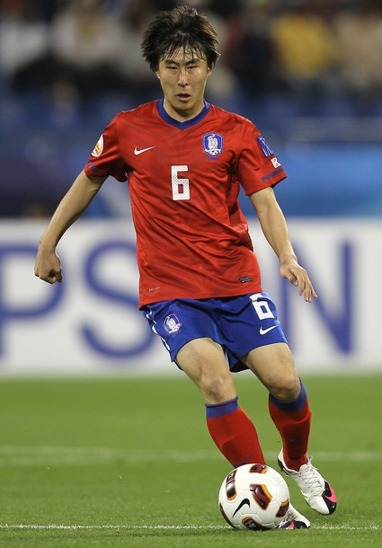 South Korea-10-11-NIKE-Asian Cup-home-kit-red-blue-red.jpg