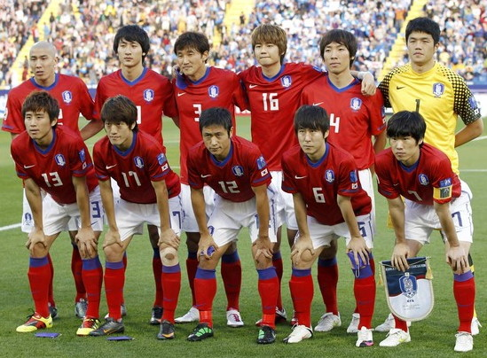 South Korea-10-11-NIKE-Asian Cup-home-kit-red-white-red-line-up.jpg
