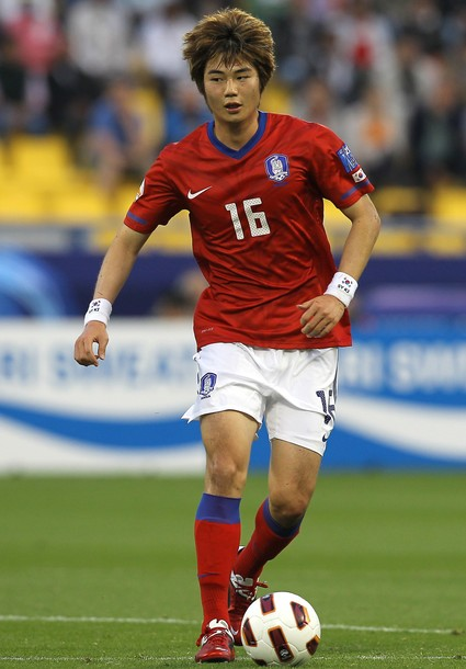 South Korea-10-11-NIKE-Asian Cup-home-kit-red-white-red.jpg