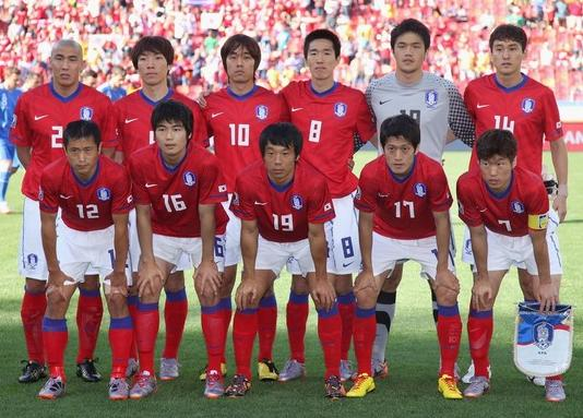 South Korea-10-NIKE-world cup-home-kit-red-white-red-line up.JPG
