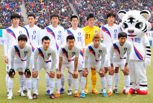 South Korea-12-13-NIKE-away-kit-white-white-white-line-up.jpg
