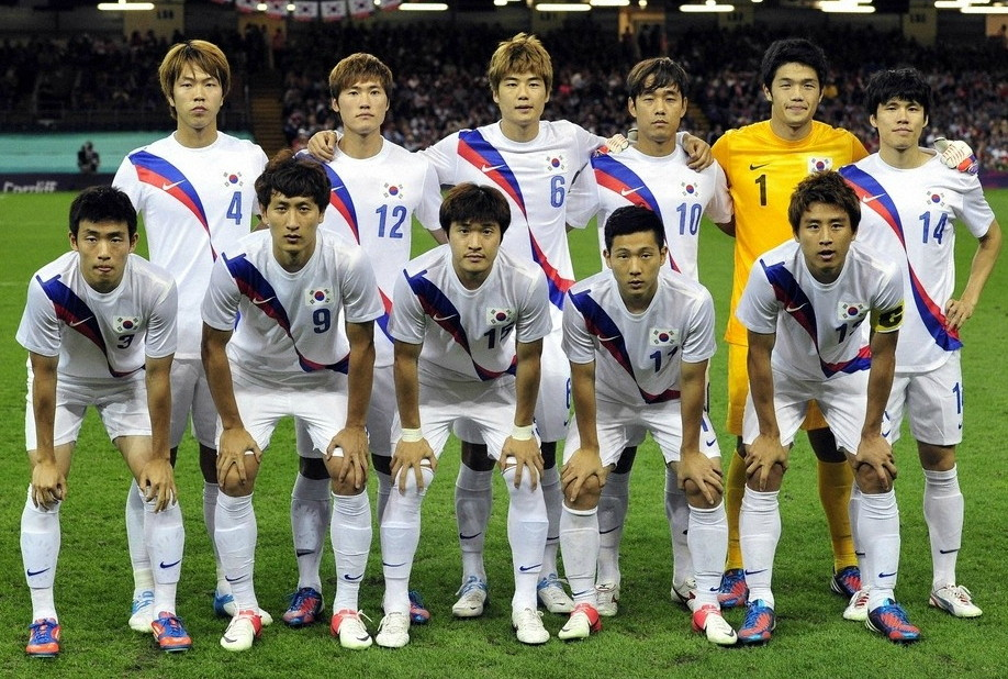 South Korea-12-NIKE-olympic-away-kit-whie-white-white-line-up.jpg