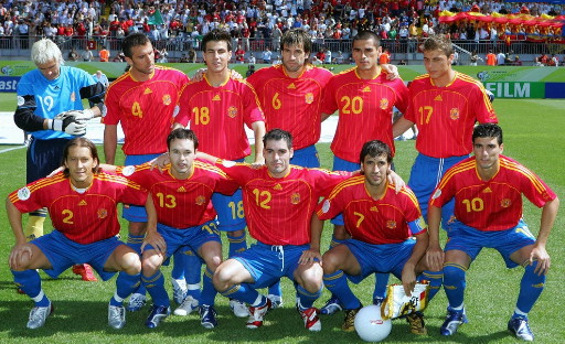 Spain-06-07-adidas-home-kit-red-blue-blue-line-up.jpg