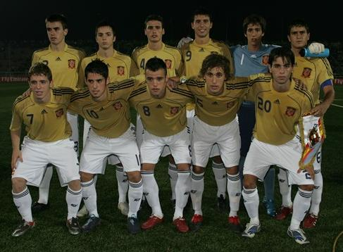 Spain-08-09-adidas-uniform-gold-white-white-group.JPG