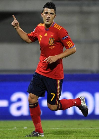 Spain-10-11-adidas-home-kit-red-navy-red.JPG