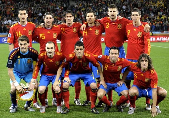 Spain-10-adidas-World Cup-home-kit-red-blue-red-pose.JPG