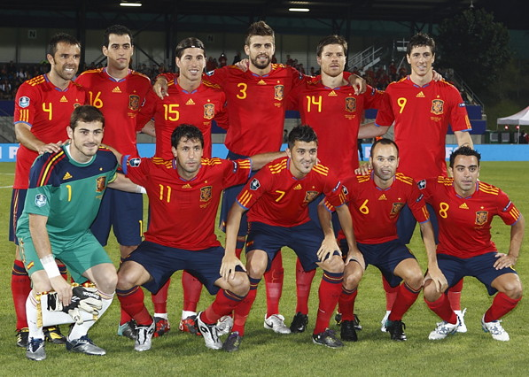 Spain-10-adidas-home-kit-red-navy-red-line-up.jpg