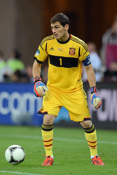 Spain-12-13-adidas-GK-kit-yellow-yellow-yellow.jpg