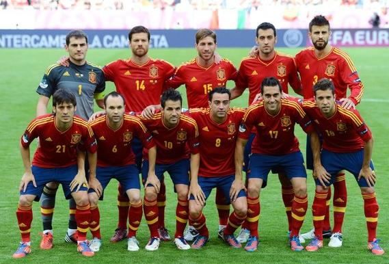 Spain-12-13-adidas-home-kit-flag-print-red-blue-red-line-up.JPG