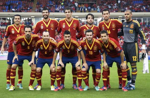Spain-13-adidas-home-kit-red-navy-red-line-up.jpg