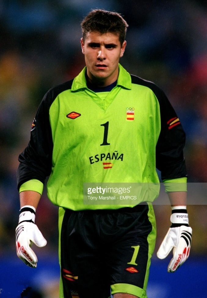 Spain-2000-FUMAREL-olympic-GK-kit.jpg