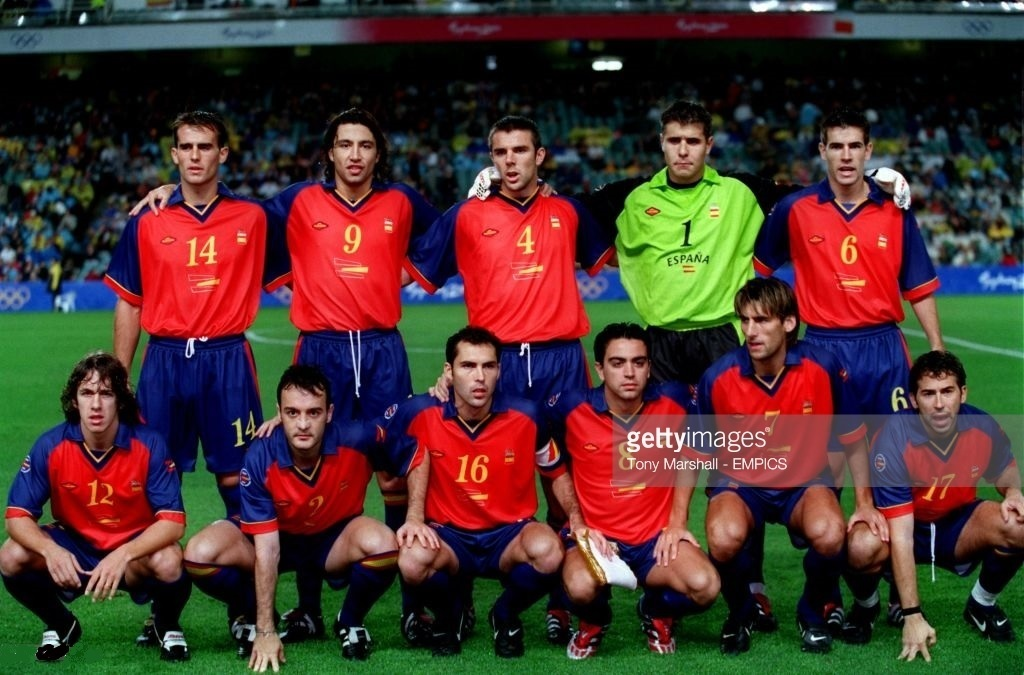 Spain-2000-FUMAREL-olympic-home-kit-line-up.jpg
