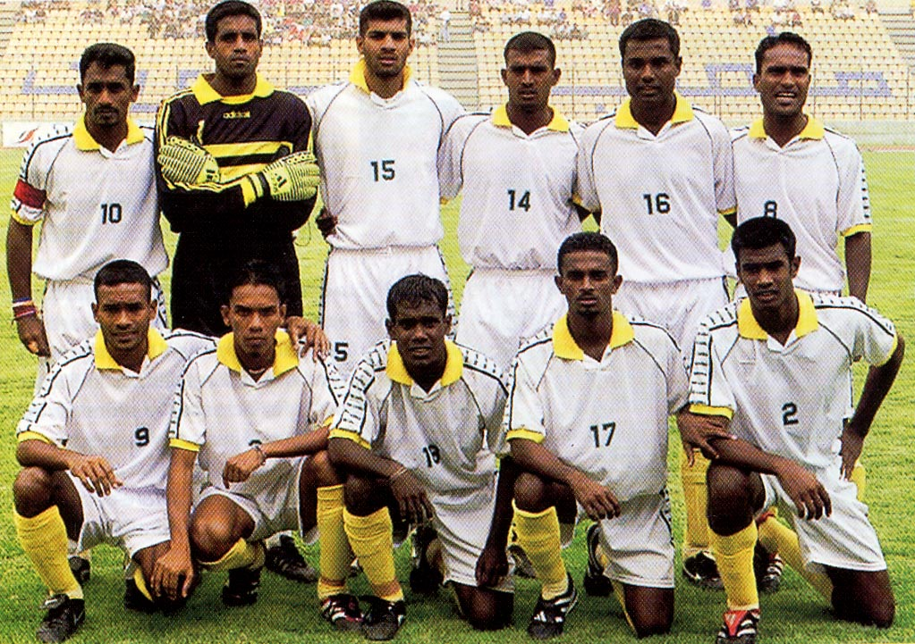 Sri Lanka-01-unknwn-white-white-yellow-group.JPG