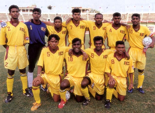Sri Lanka-99-unknwn-yellow-yellow-yellow-group.JPG