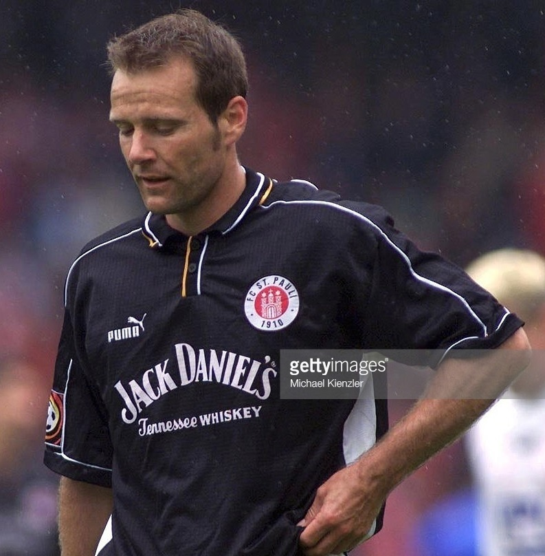St.-Pauli-1999-2000-PUMA-home-kit.jpg