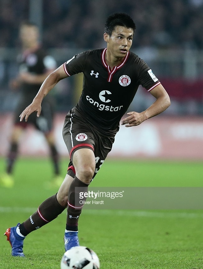 St.-Pauli-2016-17-Under-Armour-home-kit-宮市亮.jpg