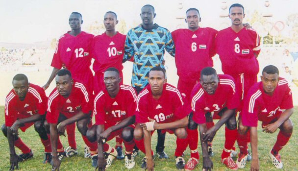Sudan-06-07-adidas-kit-red-red-red-line-up.jpg