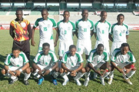 Suriname-06-07-TOPPER-away-kit-white-white-white-line-up.jpg