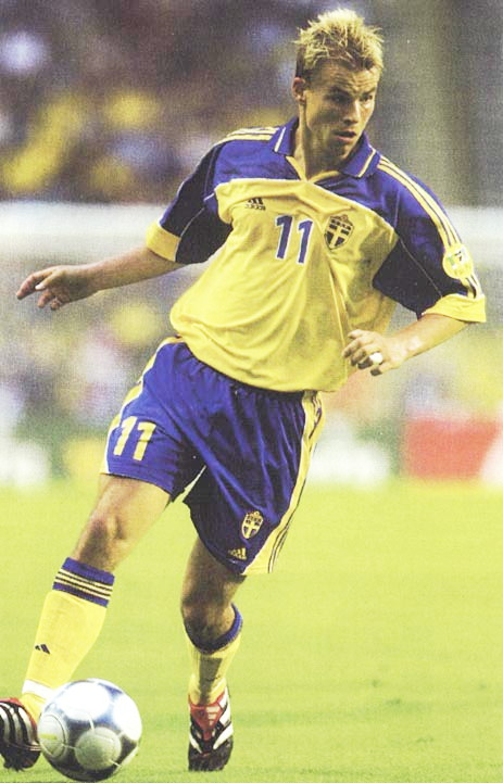 Sweden-00-01-adidas-home-kit-yellow-blue-yellow.jpg