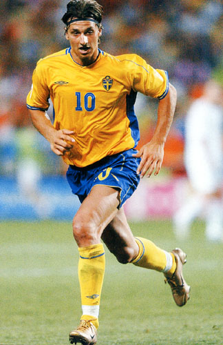 Sweden-03-04-UMBRO-uniform-yellow-blue-yellow-2.JPG