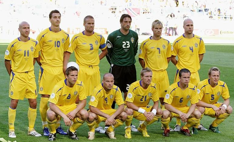 Sweden-05-06-UMBRO-kit-yellow-yellow-yellow-pose.jpg