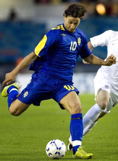 Sweden-06-07-UMBRO-away-kit-blue-blue-blue.JPG