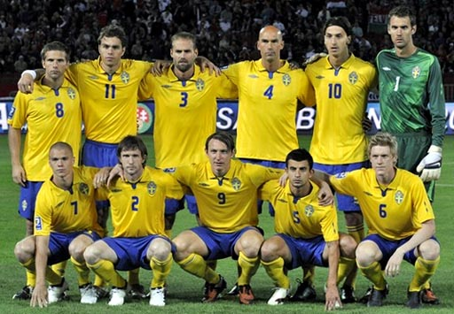 Sweden-09-10-UMBRO-uniform-yellow-blue-yellow-group.JPG