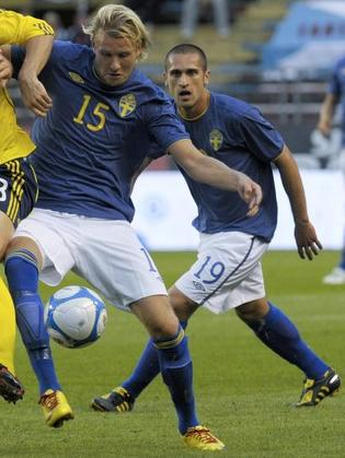 Sweden-10-11-UMBRO-away-kit-blue-white-blue.JPG