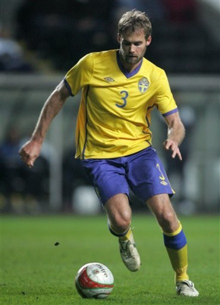 Sweden-10-11-UMBRO-home-uniform-yellow-blue-yellow.jpg
